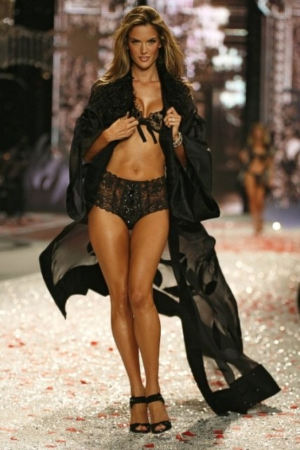 victoria-secret-fashion-show-2008-01