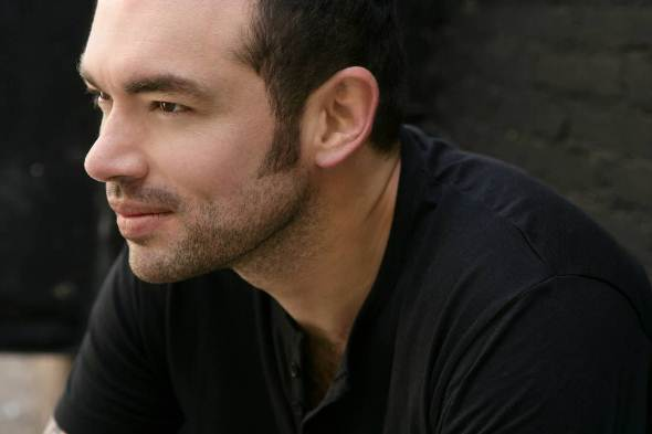 Cantante Santiago Cruz