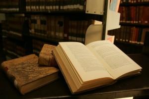 Libro en biblioteca