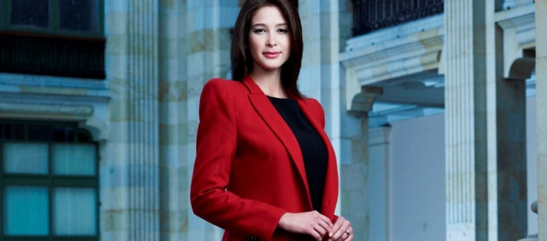 Carina Cruz es Paloma - Primera Dama Canal Caracol